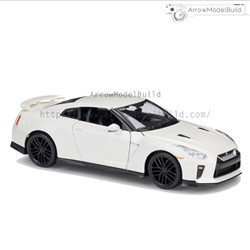 Picture of Nissan GTR R35 Custom Color  (Pearl White with Black Wheels Refined) 1/24 Model Kit